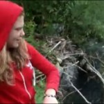 La ragazza che lanciò i cuccioli nel fiume non sarà punita